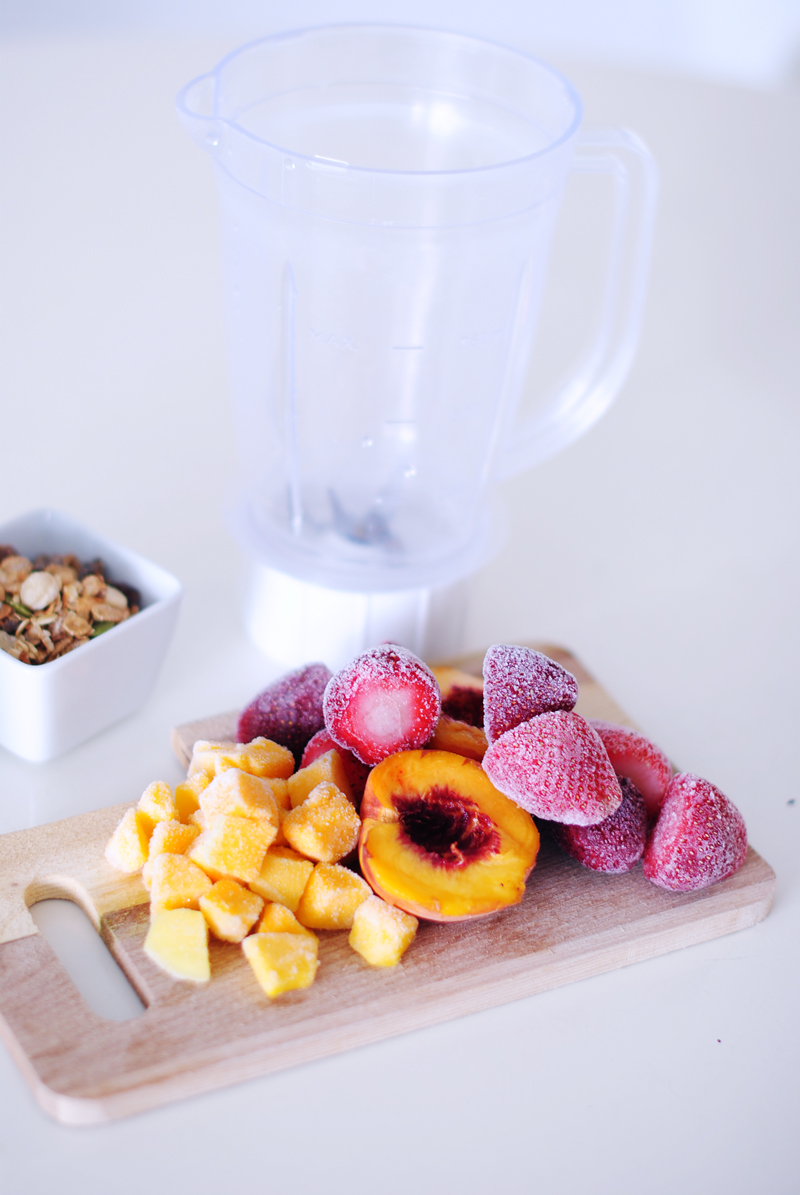 irenevanguin-smoothie-morning-ontbijtdrink-peaches-mango-aardbei