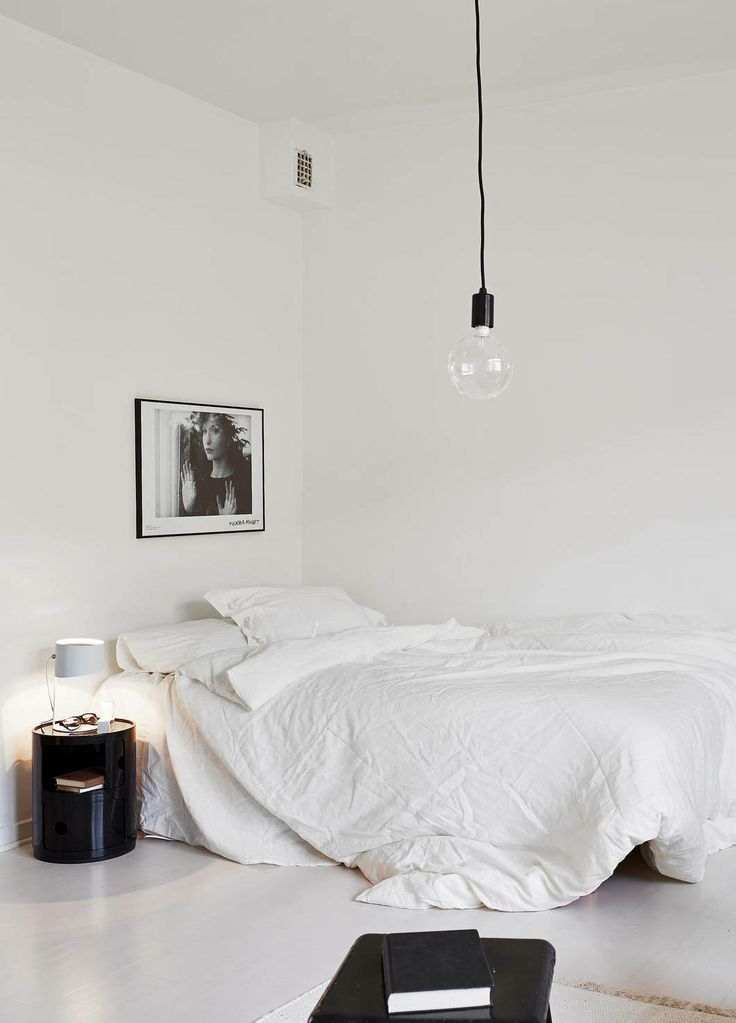 Bedroom inspo irene van guin for Black and white vintage bedroom ideas