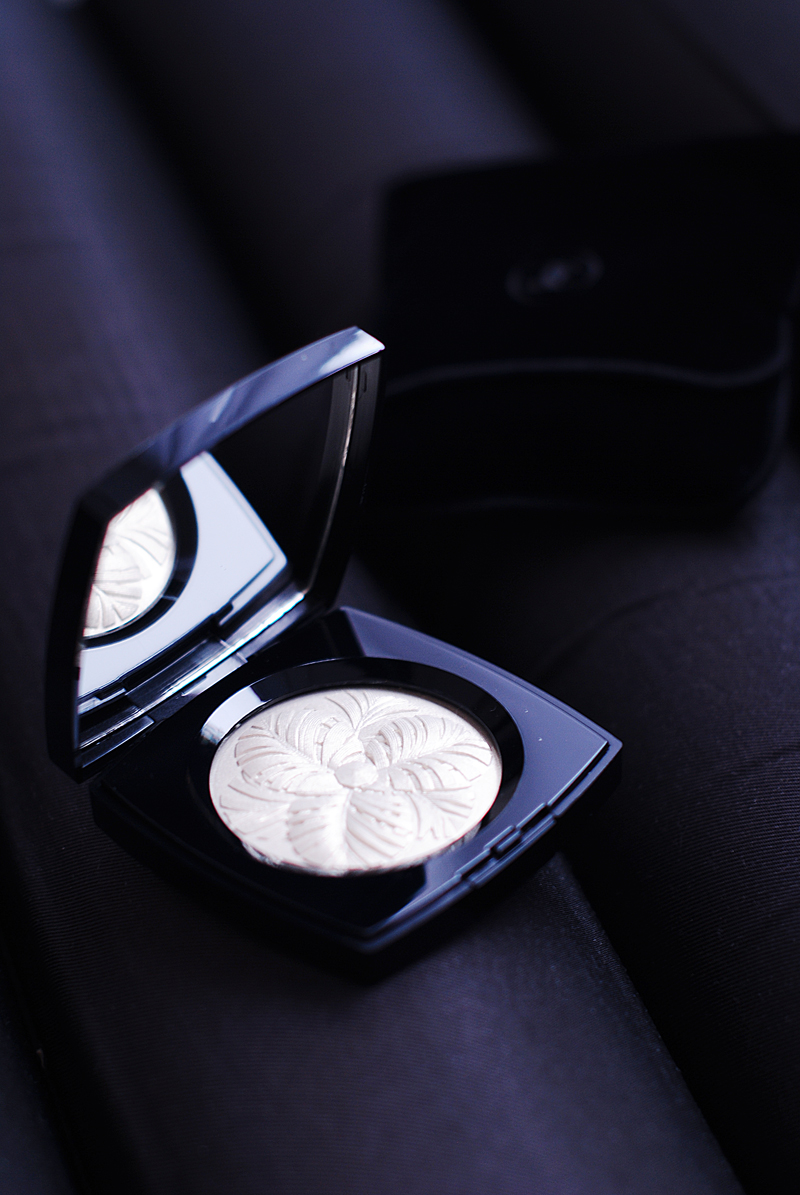 chanel-camelia-de-plumes-highlighting-powder-irenevanguin