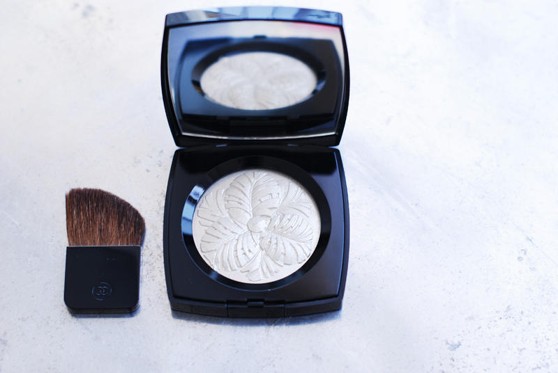 chanel-camelia-illuminatrice-powder