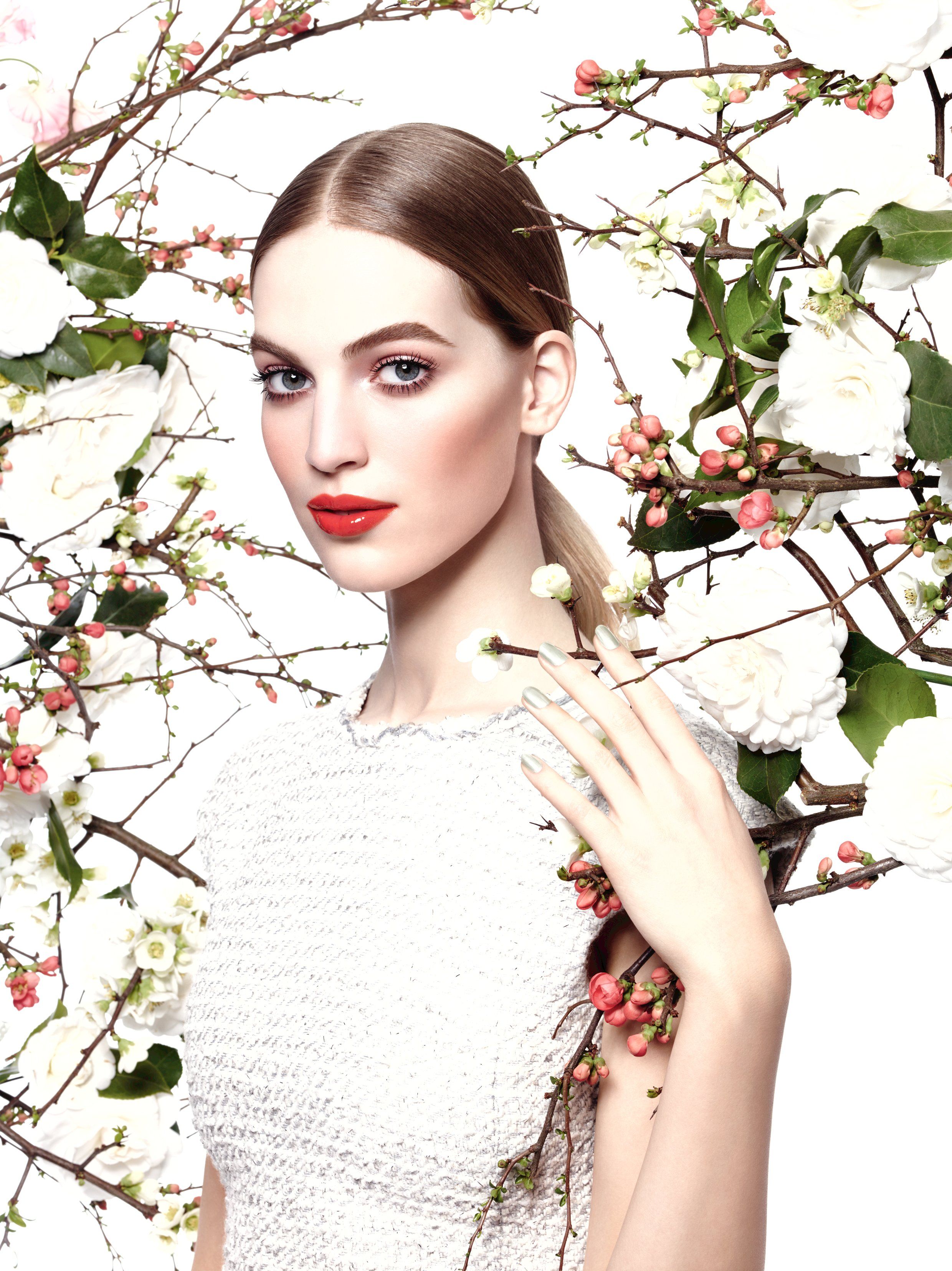Chanel-Collection-Reverie-Parisienne-makeup-spring-2015-irenevanguin-Jardin-de-Chanel-Blush-Camelia-Rose-2