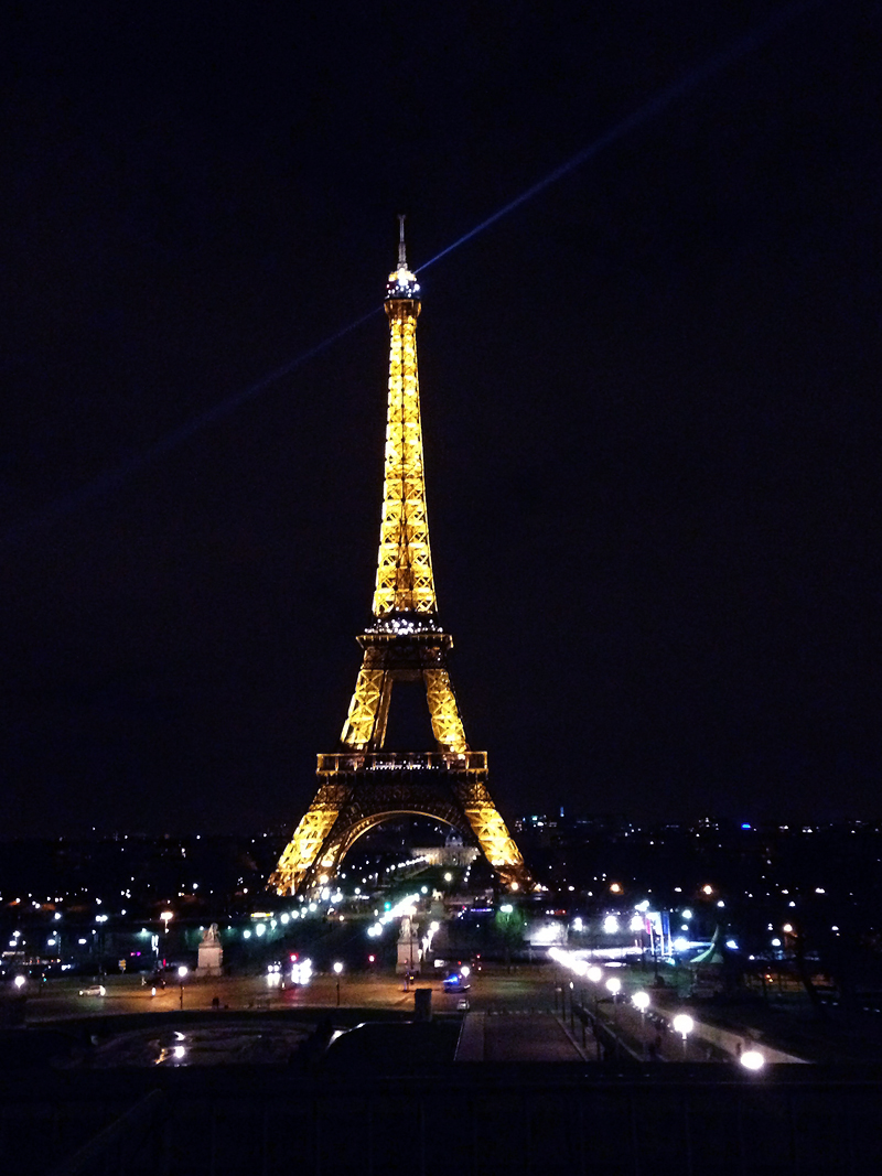 paris-for-the-weekend-travel-hotspot-ivgtravels-irenevanguin-lifestyle-blog-moulin-rouge-friday-night-eiffel-tower