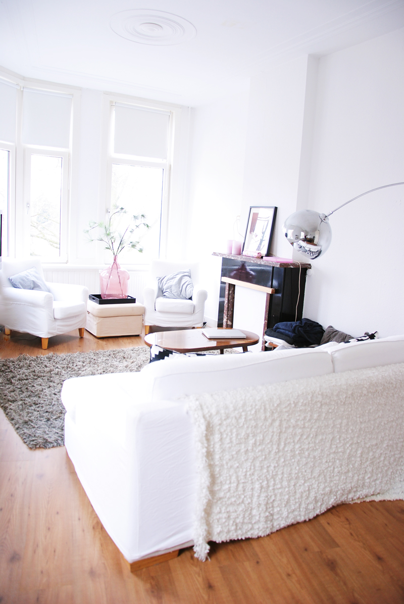 home-tour-inspiration-white-decor-interior-bedroom-irenevanguin-lifestyle-fashion-design-blog-woonkamer-livingroom
