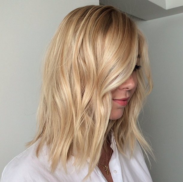 lob-hair-inspiration-beauty-hairstyle-long-bob-blond-mid-length