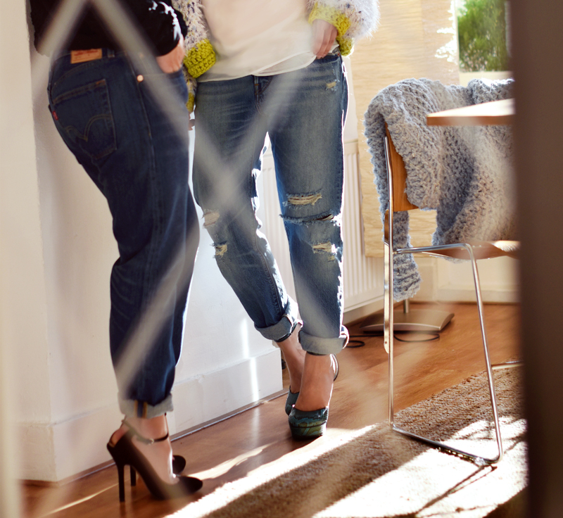 boyfriend-jeans-dress-a-like-besties-irene-van-guin-levi-live-in-levis-501ct-jeans-heels