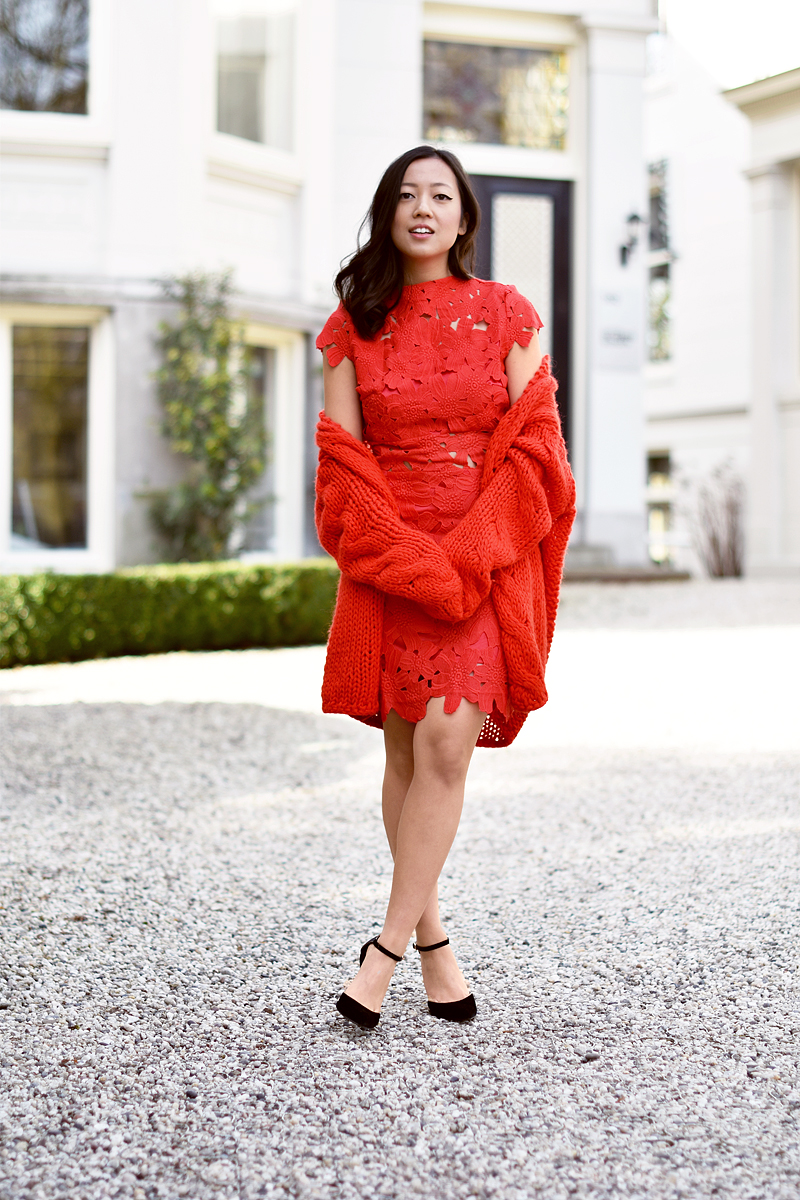 the-red-dress-irene-van-guin-total-red-outfit-style-kirobykim-lace-dress
