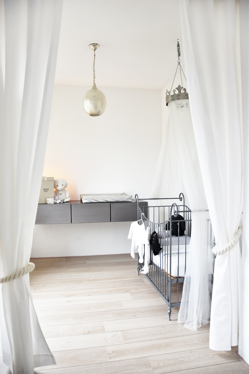 home-tour-rotterdam-irenevanguin-interieur-interior-styling-babykamer-babyroom-all-white