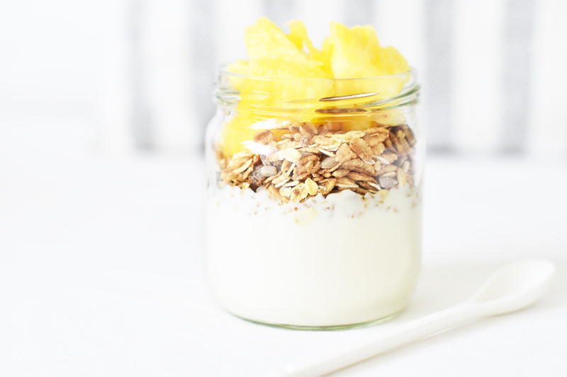 coconut-pineapple-yoghurt-to-go-irene-van-guin-lifestyle-food-blog-rotterdam-yoghurt-barn-pinapple-ananas-jam-pot