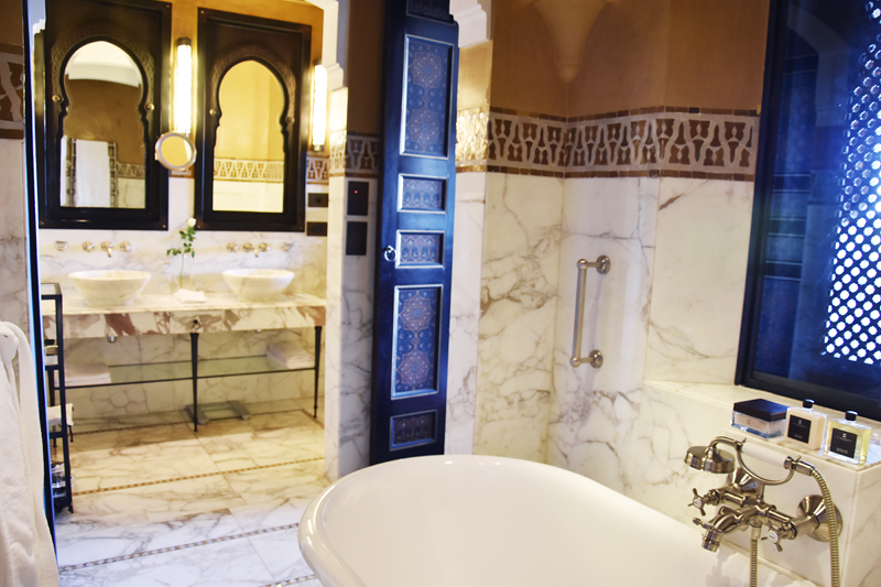 la-mamounia-suit-excutive-marrakech-ivg-travel-irene-van-guin-blog-blogger-bathroom-bath
