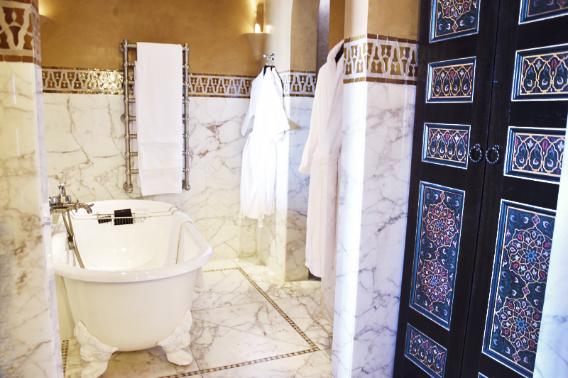 la-mamounia-suit-excutive-marrakech-ivg-travel-irene-van-guin-blog-blogger-bathroom-marble-everywhere