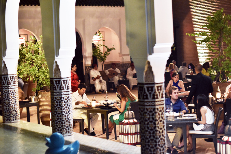 la-mamounia-suit-excutive-marrakech-ivg-travel-irene-van-guin-blog-blogger-livingroom-balcony-satc-morroco-morrocan-dinner-traditional