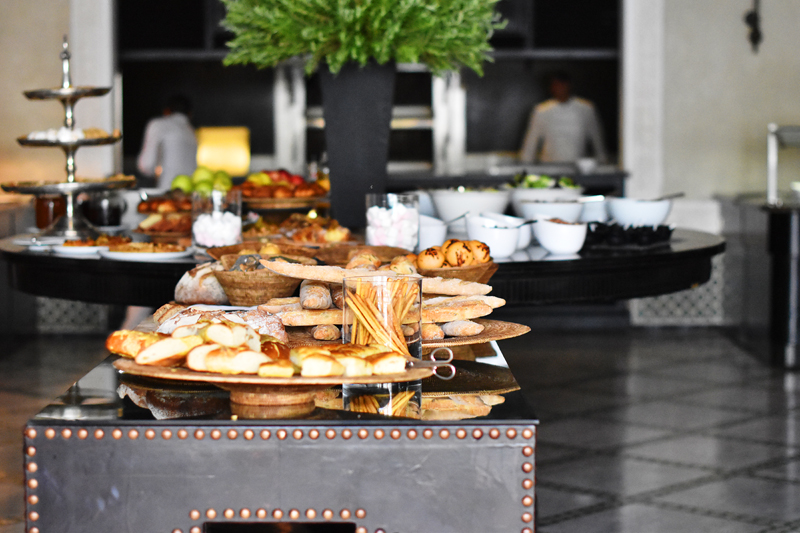 la-mamounia-suit-excutive-marrakech-ivg-travel-irene-van-guin-blog-blogger-pool-lunch-buffet-satc-morroco-bread