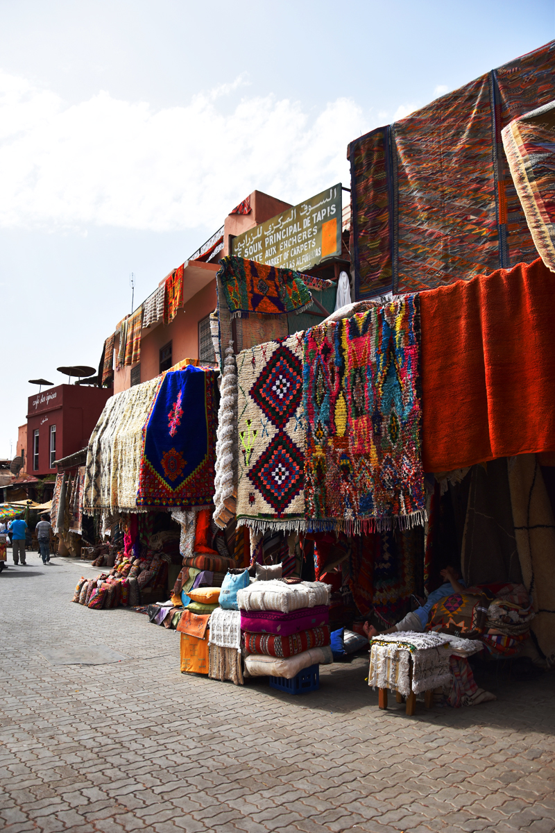 marrakech-travel-when-in-hotspot-irene-van-guin-carpets-orange-juice-souk-Djemaa-el-Fna-carpets