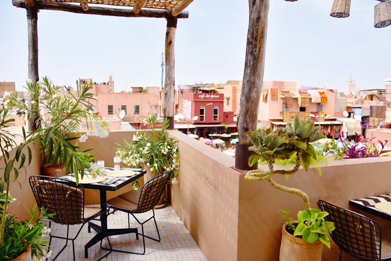 marrakech-travel-when-in-hotspot-irene-van-guin-carpets-orange-juice-souk-Djemaa-el-Fna-nomad-rooftop-restaurant