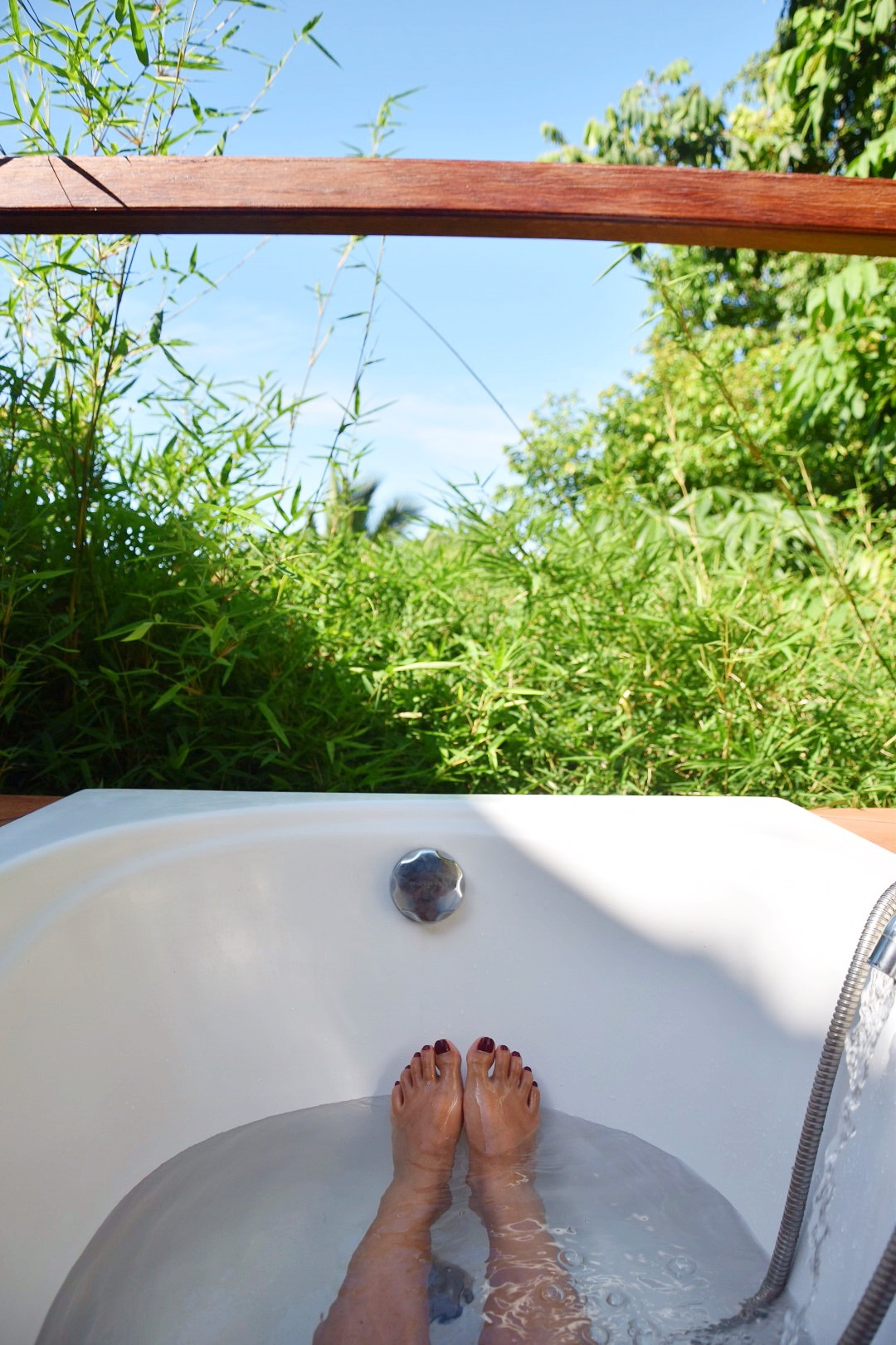 5-tips-for-a-lazy-sunday-irene-van-guin-bath-tub-outdoor-jungle-bamboo-the-sanctuary-thailand-koh-phangan