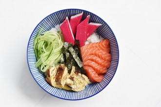 chirashi-don-sushi-in-a-bowl-salmon