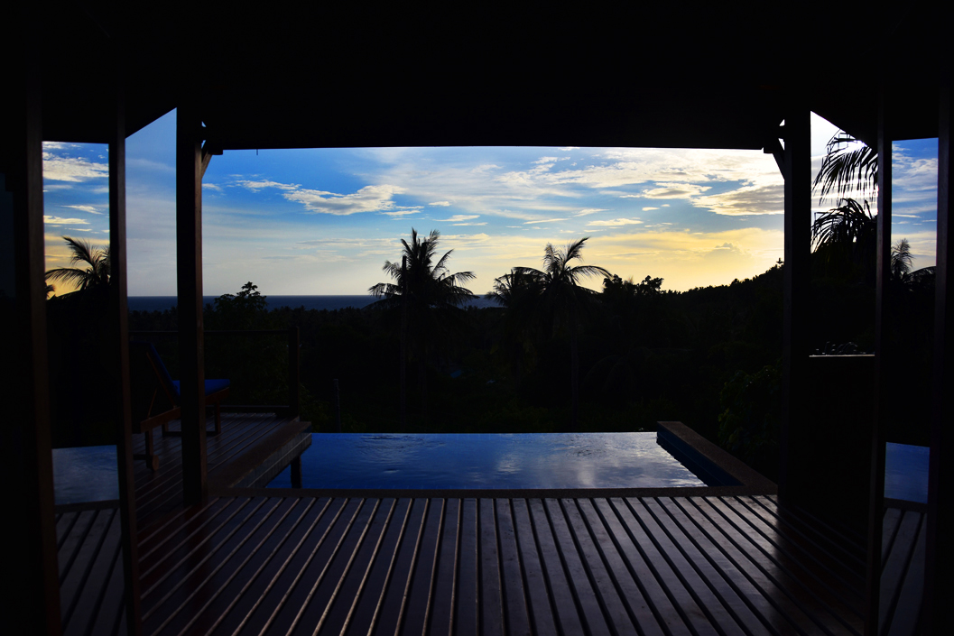 the-place-koh-tao-thailand-travel-ivgtravels-irene-van-guin-blog-bedroom-sunset