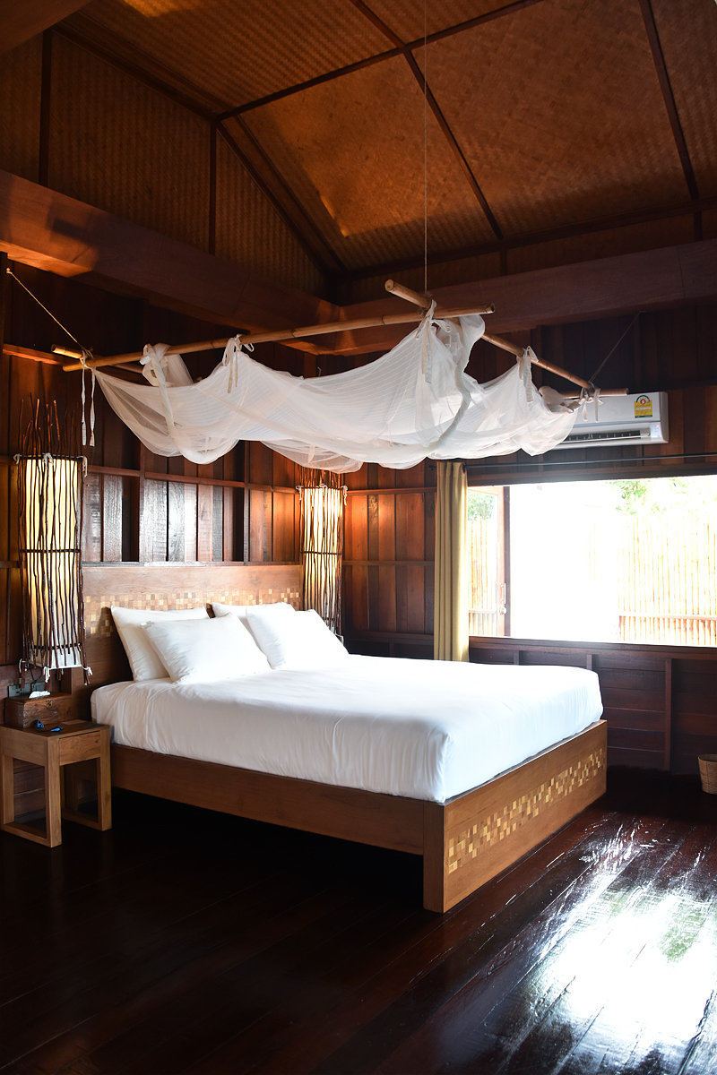 the-place-koh-tao-thailand-travel-ivgtravels-irene-van-guin-blog-bedroom