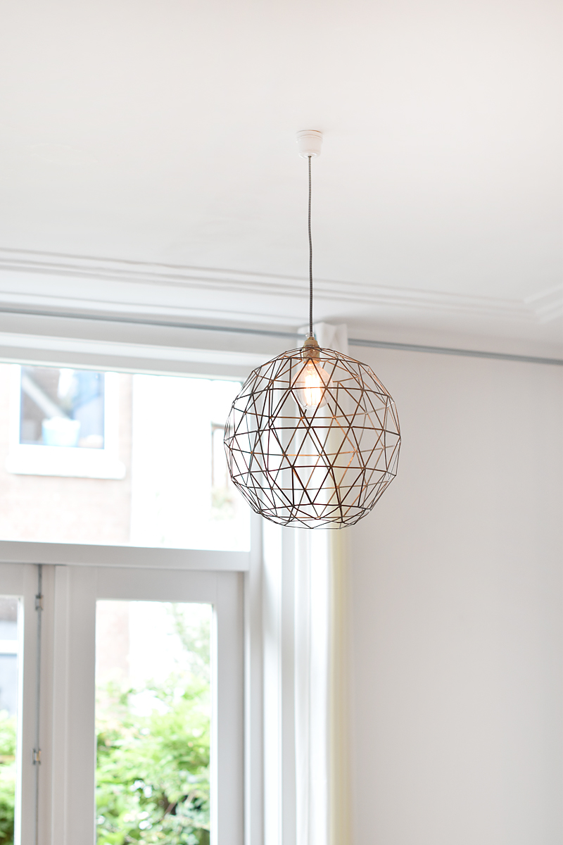 hometour-eclectic-vintage-house-doctor-irenevanguin-vintage-eclectic-interieur-interior-house-rotterdam-design-wire-lamp-hang