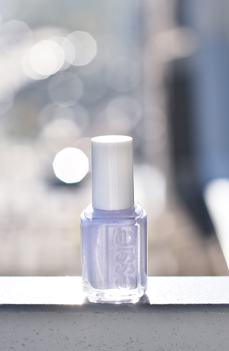 essie-winter-collection-2015-collectie-nagelak-swatch-irene-van-guin-virgin-snow