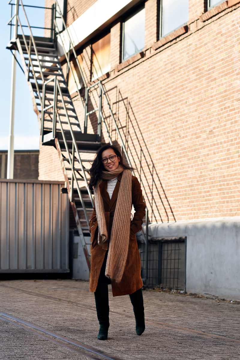 asos-aseenonme-70s-suede-trench-coat-brown-irene-van-guin-rotterdam-acnestudios-maison-martin-margiela-ace-and-tate-urbanoutfitters