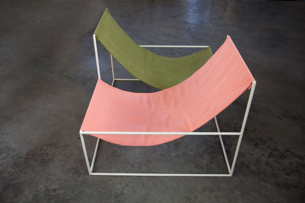 effortless-interior-design-muller-van-severen-crossed-double-seat-textile-2_klein-1024x682
