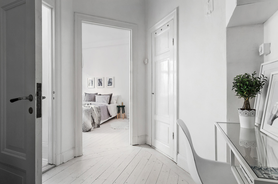 Scandinavian-Homes-tomtebogatan-hall-way-white