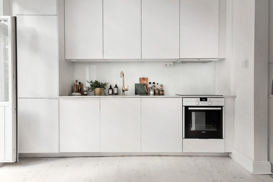 Scandinavian-Homes-tomtebogatan-white-kitchen
