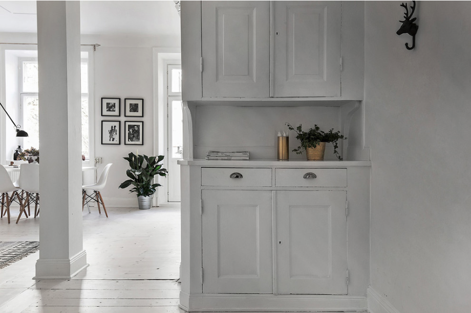 Scandinavian-Homes-tomtebogatan-white-closet