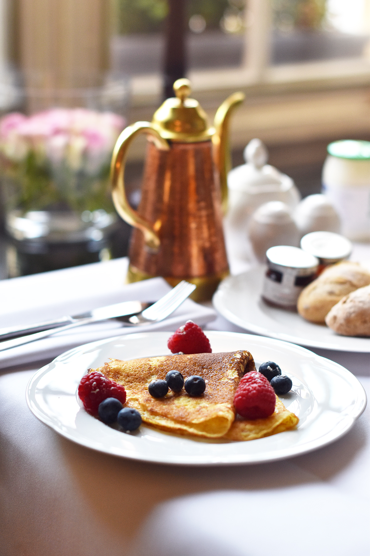 irenevanguin-travel-hotspot-brugge-bruges-hotel-tuilerieen-suite-executive-royal-prosecco-breakfast-buffet-pancakes-crepe