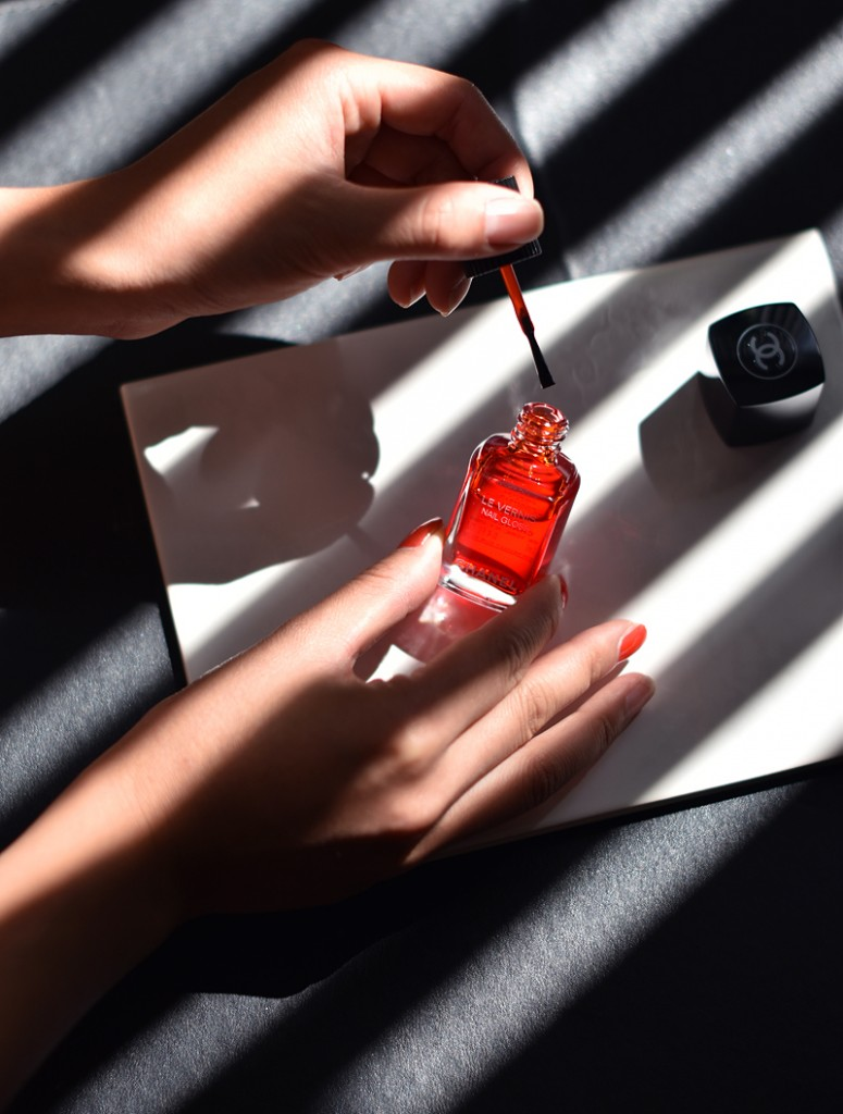 CHANEL-FALL-2016-LE-ROUGE-COLLECTION-N°1-irenevanguin-blog-review-beauty-le-vernis-nailpolish-red