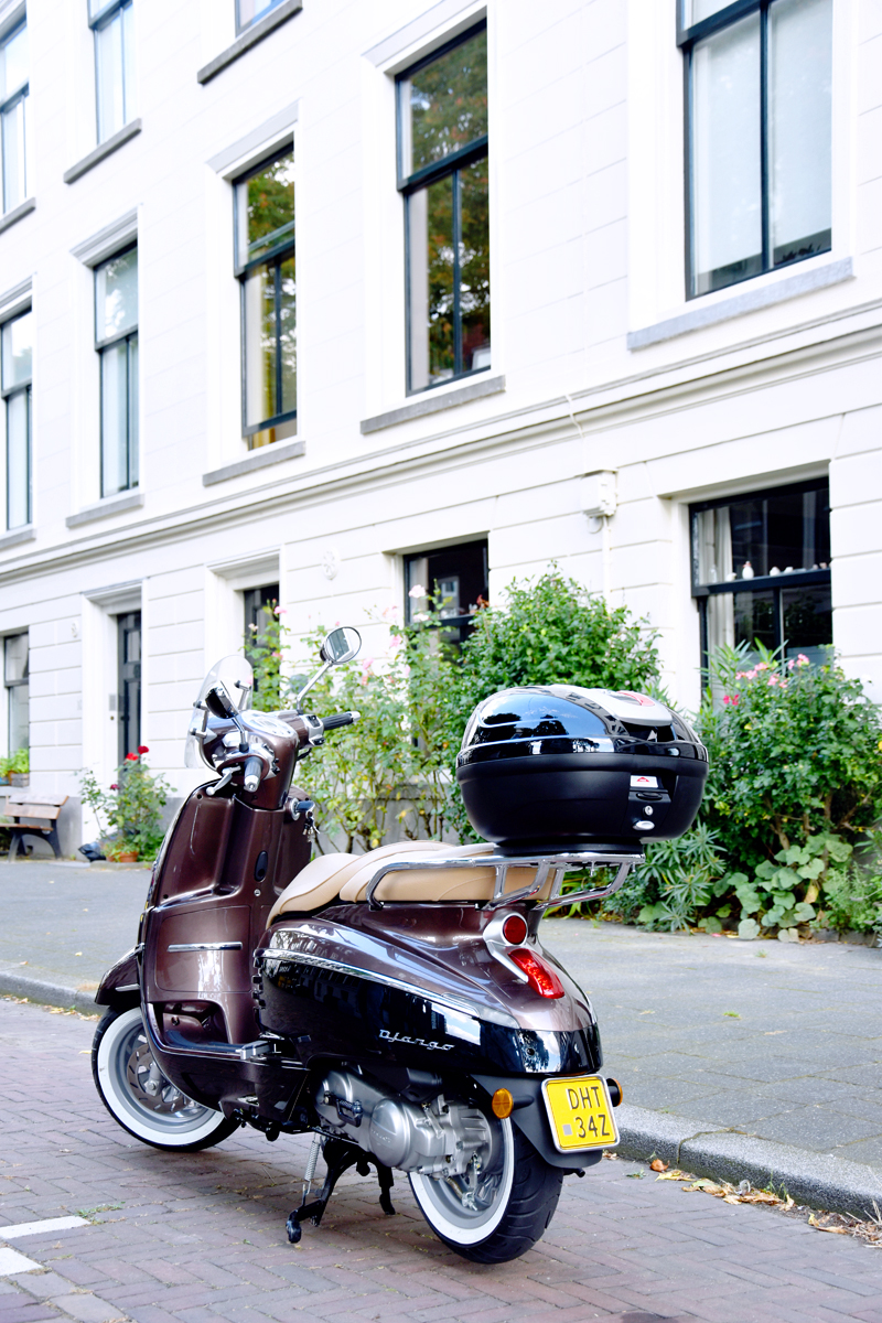 peugeot-django-takes-you-there-irenevanguin-scooter-allure-rotterdam-3