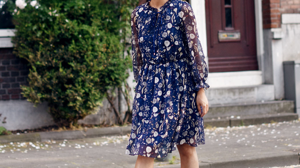 metisu-dress-irene-van-guin-Blue-Floral-Printed-Chiffon-A-line-Mini-4-rotterdam-blog