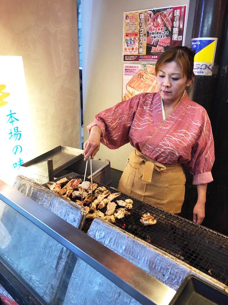 top-7-hotspot-osaka-irene-van-guin-blog-travel-dotonbori-crab-meat-2
